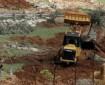 """الاحتلال يستولي على """"باجر"""" خلال استصلاحه أراضي في الخليل"""
