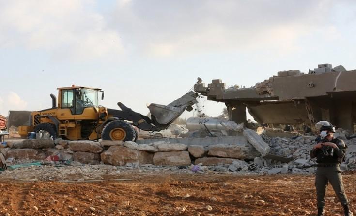 القدس: الاحتلال يهدم أساسات جدار ومنشاة تجارية في سلوان